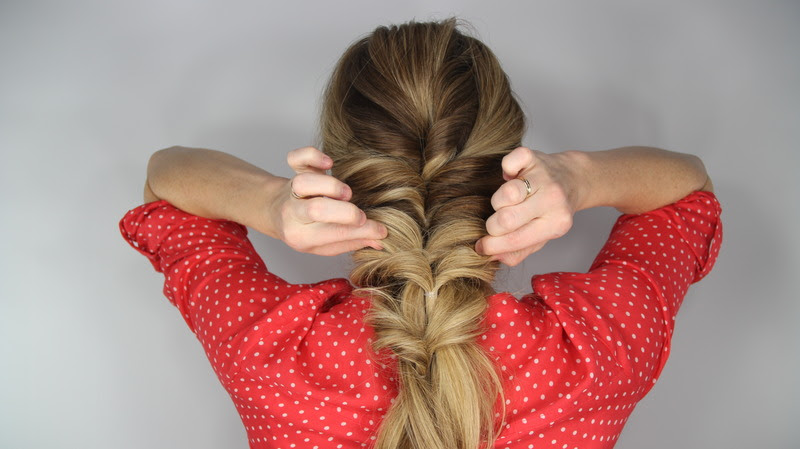 loose braid tutorial: the stacked topsy tail braid